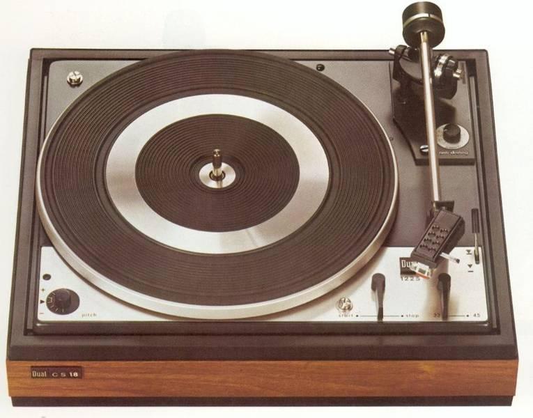 Dual Schallplattenspiel im Schwarzwald