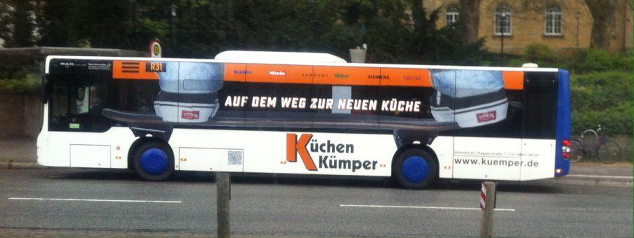 Bus mit Skateboard